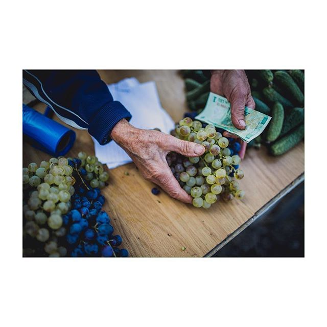 Autumnomnomnomnom. #35mm #farmstand #travel #workinghands #thetenderest #thesupplest #fruits #romania