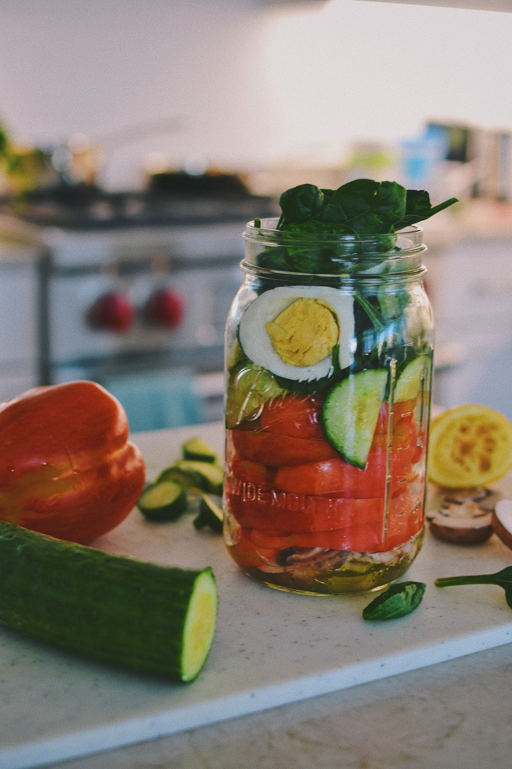 mason jar spinach and bell pepper salad