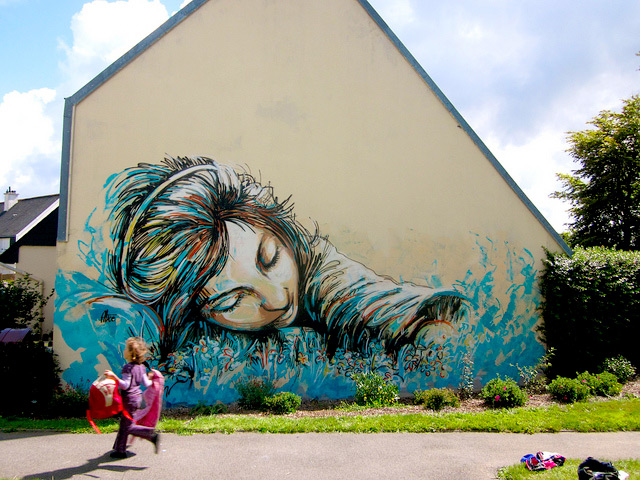 (via The Affectionate Street Art of Alice Pasquini | Colossal)
