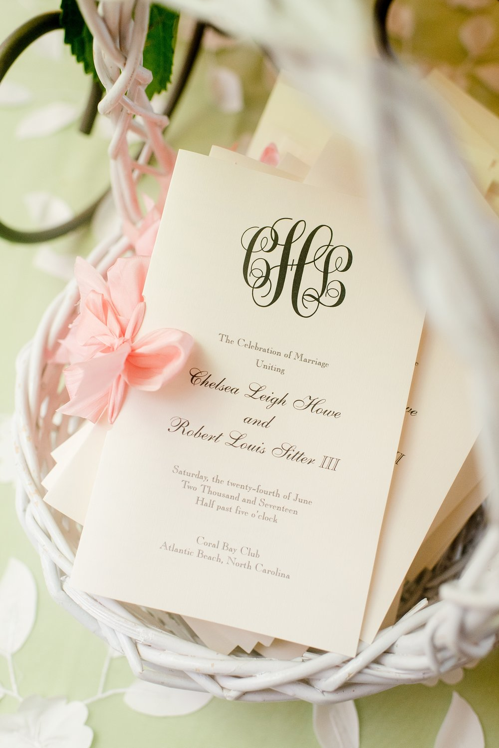 Preppy chic summer wedding at the coast | Cynthia Rose Photography ...