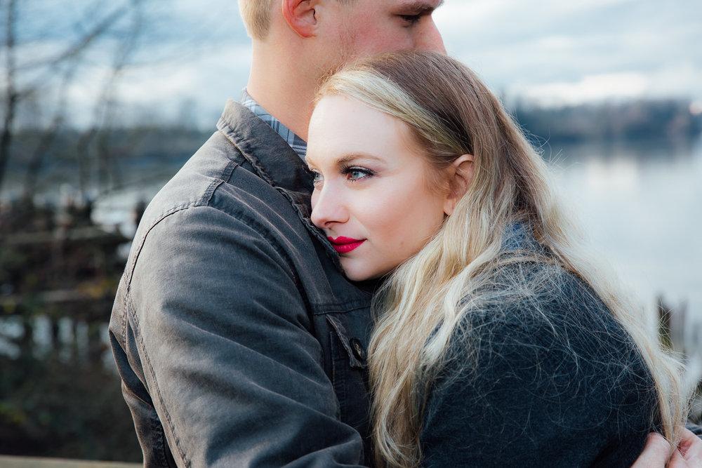 Fall-Romantic-Kanaka-Creek-Engagement