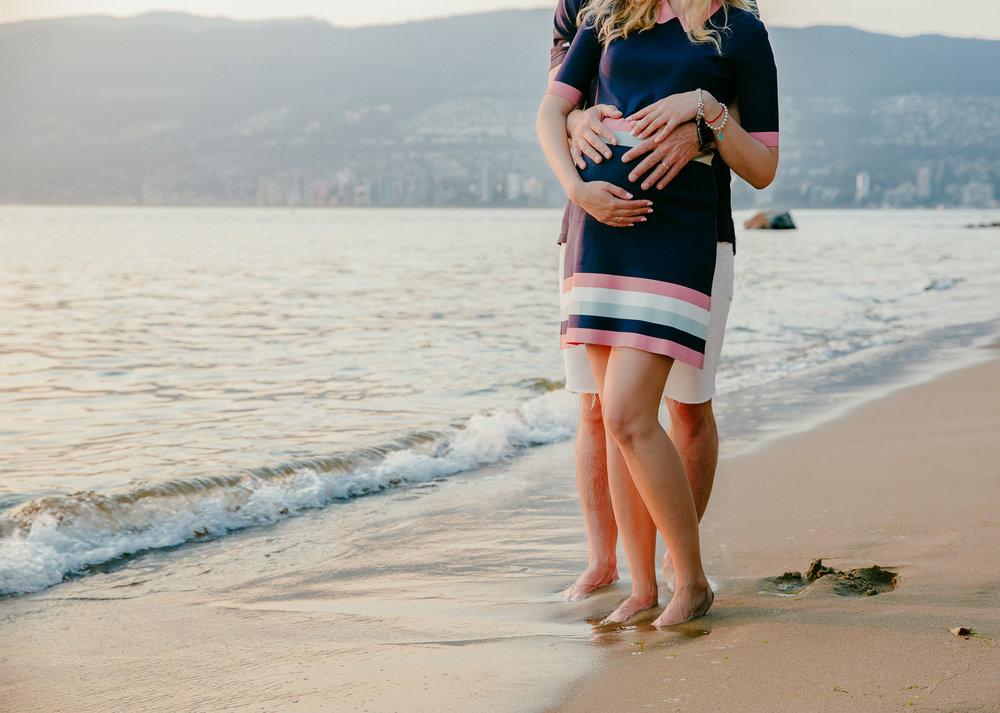 Maternity-Session-Stanley-Park-Vancouver-4.jpg
