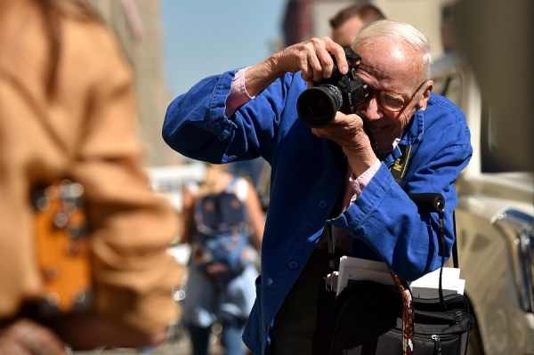 iconic-new-york-times-street-style-photographer-bill-cunningham-in-action.jpg