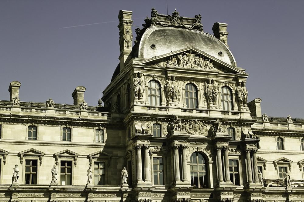 Esperando na fila do Louvre