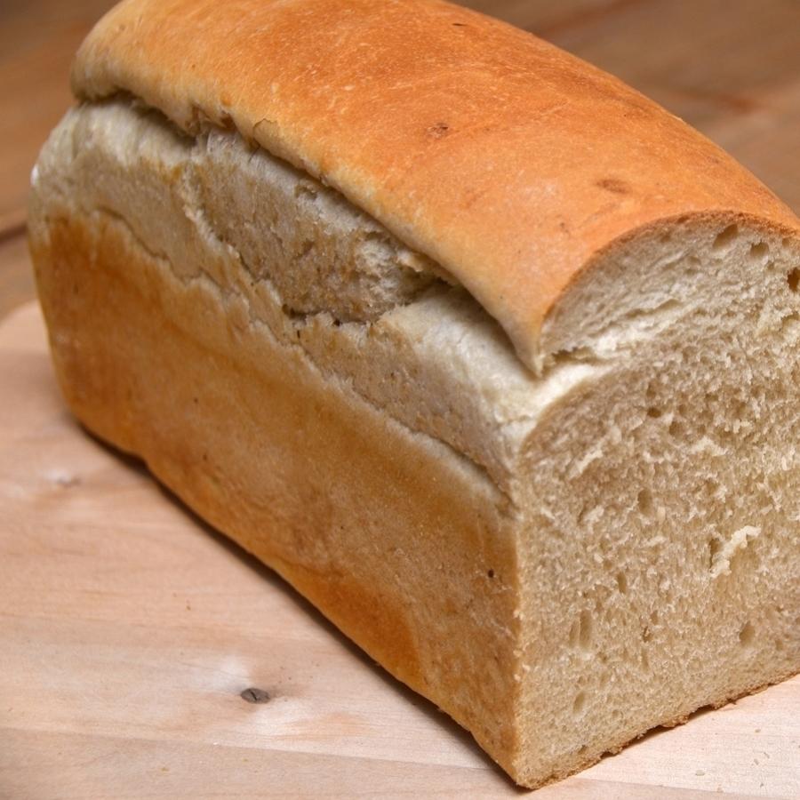 LOFF Det fine brødet, bakt for hånd og stekt i vår vedfyrte ovn. Hvetemel, gjær, vann, salt. 49,- Inneholder: hvete, bygg