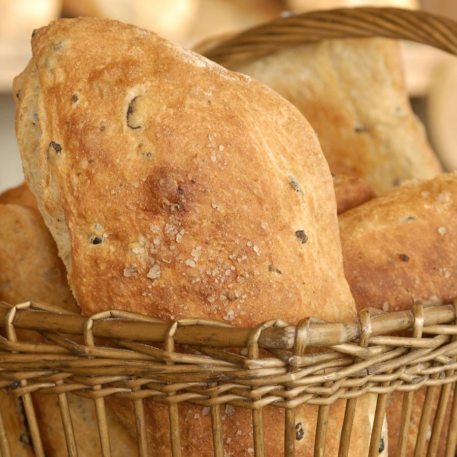 OLIVENBRØD Verdens beste olivenbrød, mener vi! Prøv selv da vel! Hvetemel, gjær, vann, oliven, rosmarin, olivenolje, salt. 59,- Inneholder: hvete, bygg