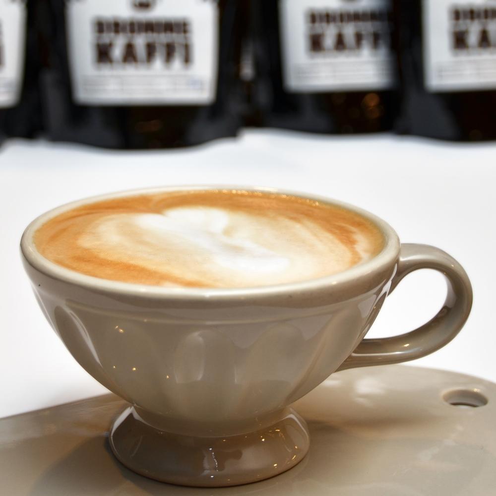 CAPPUCCINO    Enkel eller dobbel shot espresso og steamet melk med masse skum.     Enkel 35,- (ta med 32,-) Dobbel 43,- (ta med 41,-)