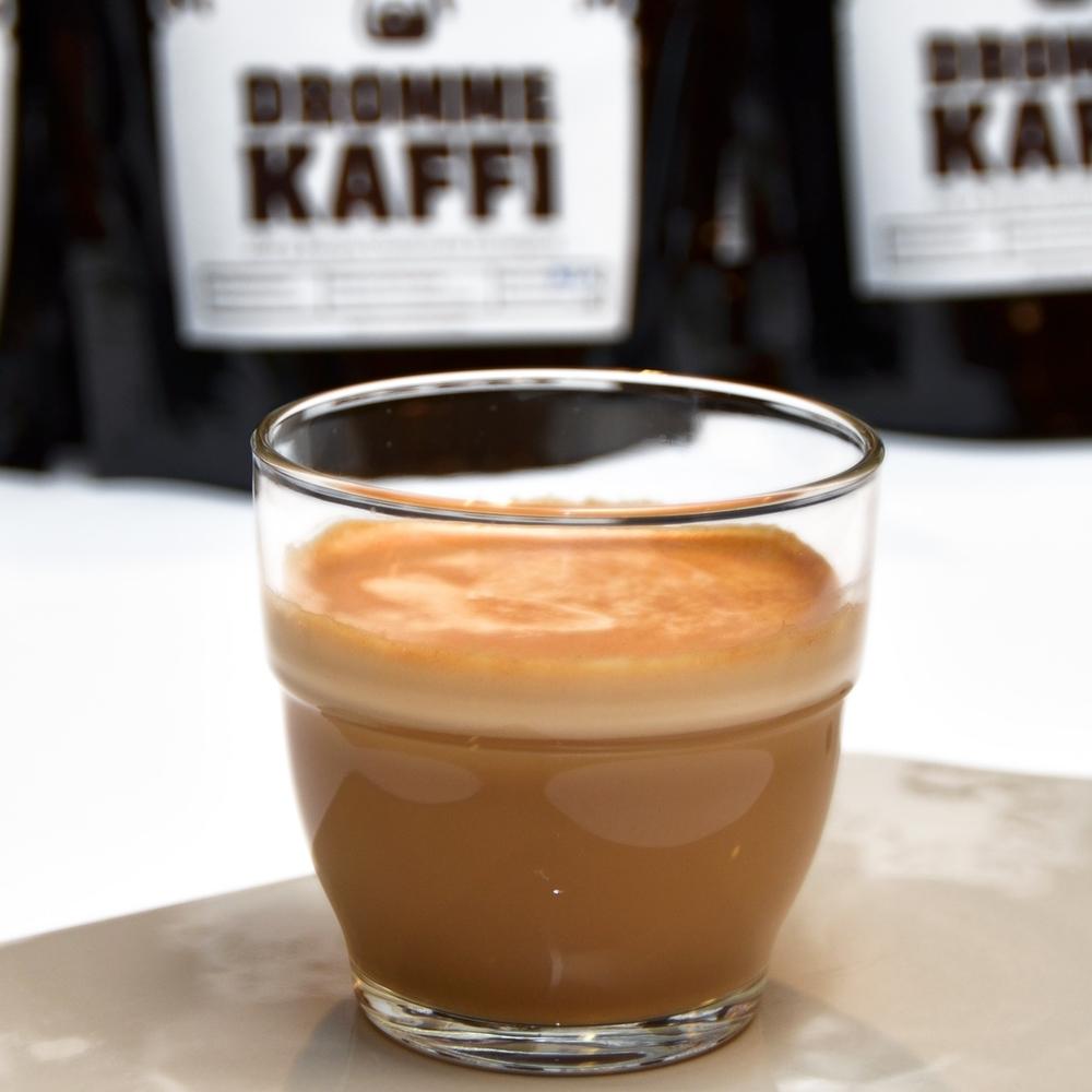 CORTADO    Enkel eller dobbel shot espresso og like mye steamet melk.     Enkel 35,- (ta med 32,-) Dobbel 43,- (ta med 41,-)
