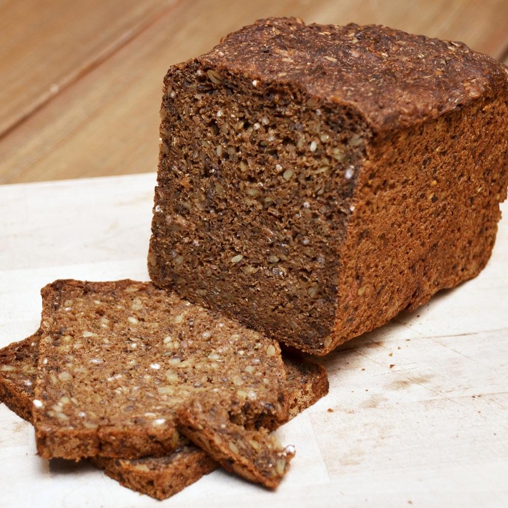 RUGBRØD Bakt på god gammel oppskrift, her ligger det mye kjærlighet og kunnskap. Rug, solsikkekjerner, linfrø, vann, gjær. 59,- Inneholder: rug, bygg, hvete, soya, sesam