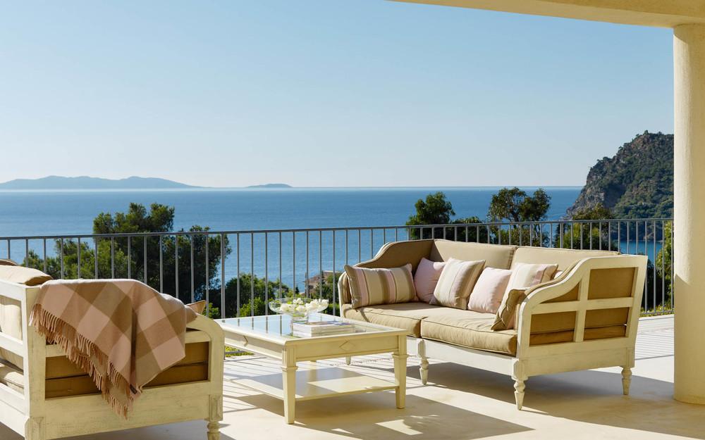 Elegance In The Cote D 39 Azur Designer Oceanfront Villa Art De Vivre Luxury Designer Villa