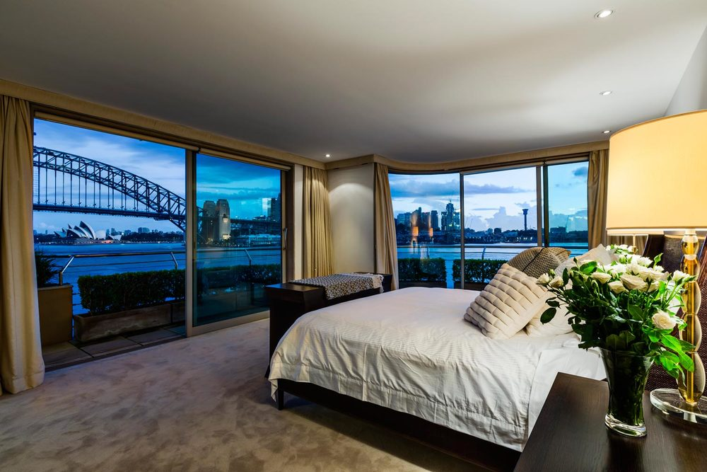 la corniche, sydney, australian apartment rental bedroom with a view