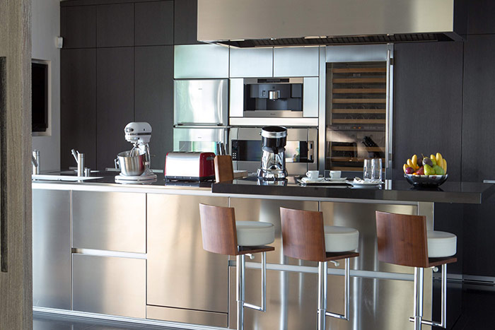 Villa-du-Lac-Reserve-Geneve-Kitchen-3.jpg