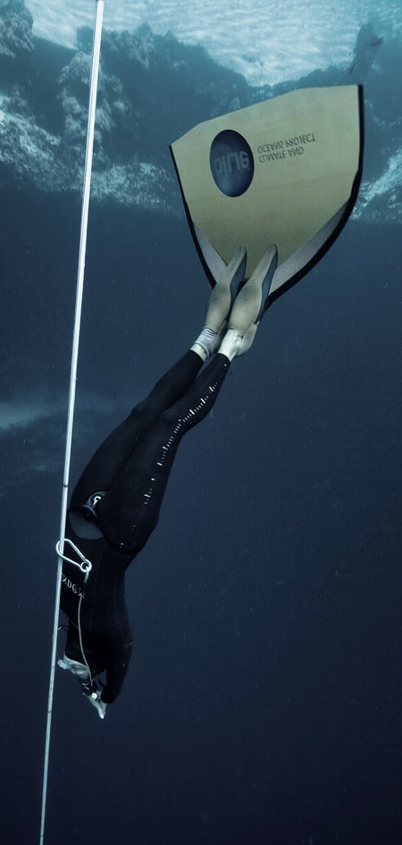 dyd-freediving-monofin-descent.jpg