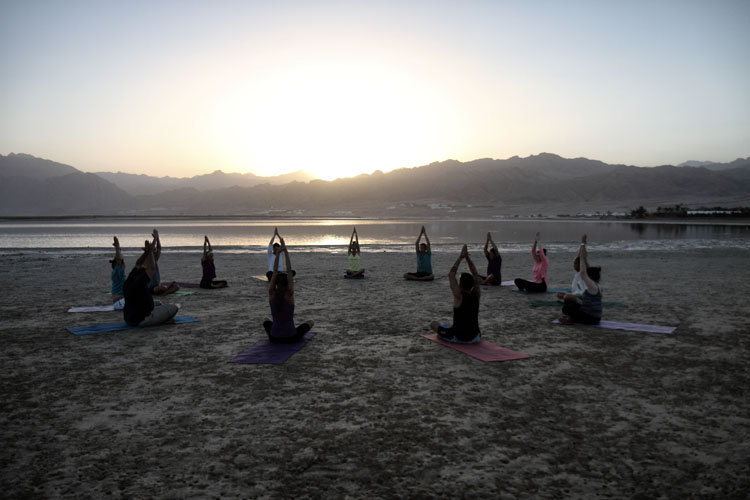 dyd-yoga-class-at-laguna.jpg