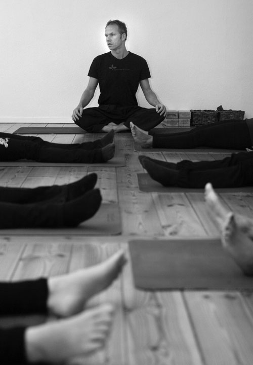 jørn-nørtoft-teaching-yoga.jpg