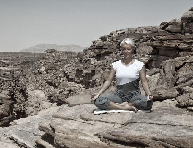 dyd-sara-desert-meditation.jpg