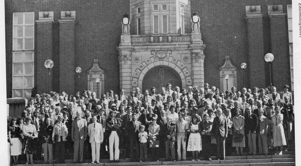 Entomologmötet i Stockholm 1979, deltagarna samlade på trappan till Naturhistoriska Riksmuseet.
