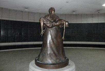 Glenn Wolffs Evocative Sculpture >> Lonesome Reader