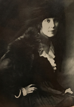 Jean Rhys looking chic in Vienna