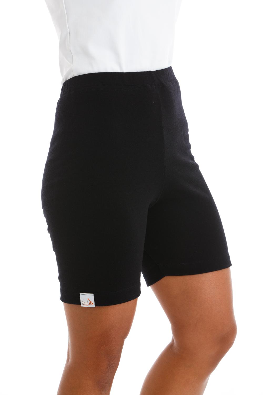 GIRAF BLOOMER VÄRMEBYXA   En tunn, smidig värmebyxa med korta ben i 100% merinoulltrikå. Modellen har bra passform och ger extra värme till stjärt, mage och ljumskar.Passar bra att använda under tights eller shorts. Klicka för att läsa mer.
