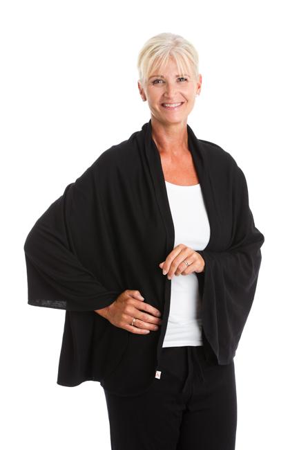 GoS Shawl i 100 % mulesingfri merinoulltrikå. Skön att ha över axlarna för att hålla värmen på fritiden eller på jobbet. 160x75 cm.