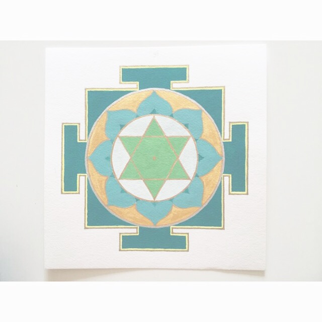 it's  #mantraMonday . this is emerald and teal green yantra is Mercury, for communication and also for fun! Mantra: om bhum bhudaye namaha om  #mantra  #yantra   #mandala   #healing   #vedic