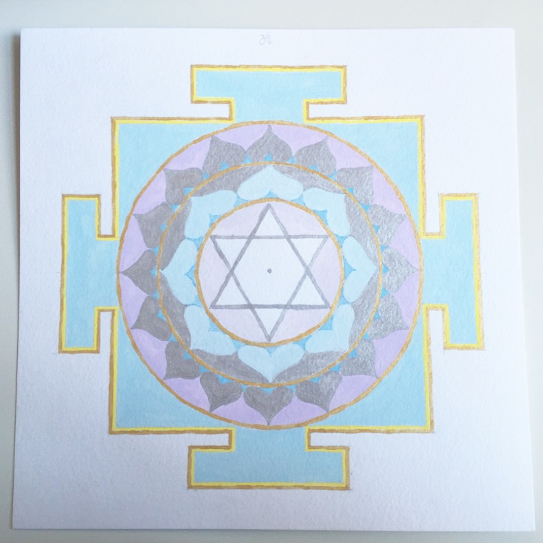 #mantraMonday ! the  Moon yantra  today.  The Moon  is a yin planet that is associated with femininity, nourishment, creativity, emotions, and yin energy. it's also related to  #Mondays !  The associated mantra is: Om Som Somaye Namaha Om   #mantra   #yantra   #vedicnumbers   #sacredart   #sacredgeometry   #holisticspaces   #themoon   #theplanets
