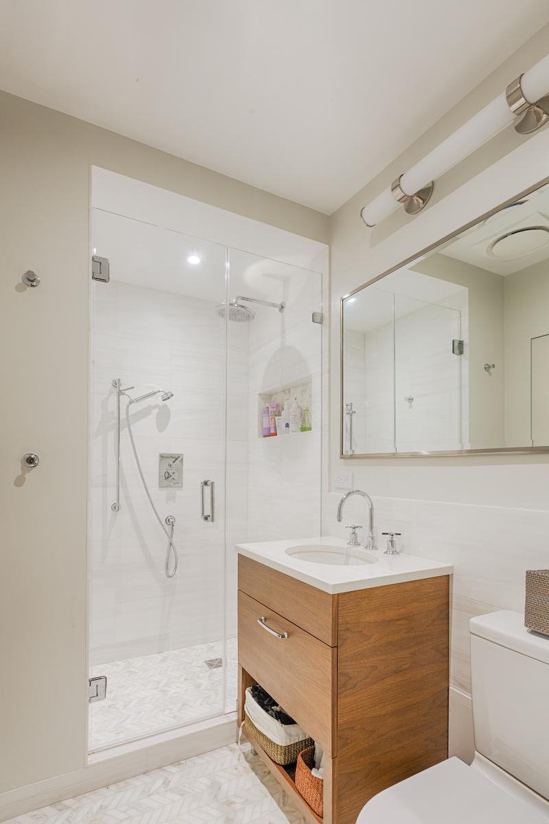 Bathroom (guest) 01 copy.jpg