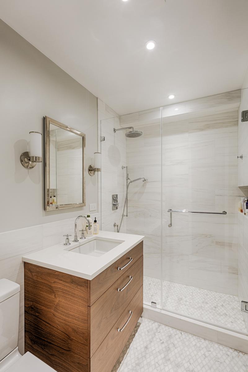 Bathroom (master) 01 copy.jpg