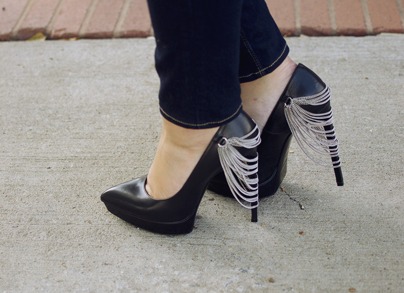 saint-laurent-chain-pumps.jpg