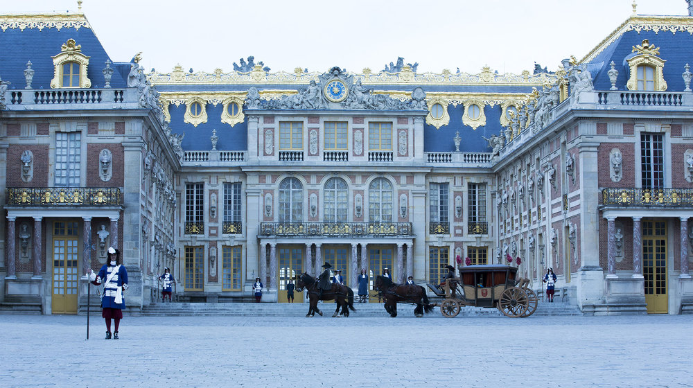 versailles-horses-carriage-guards-1.jpg