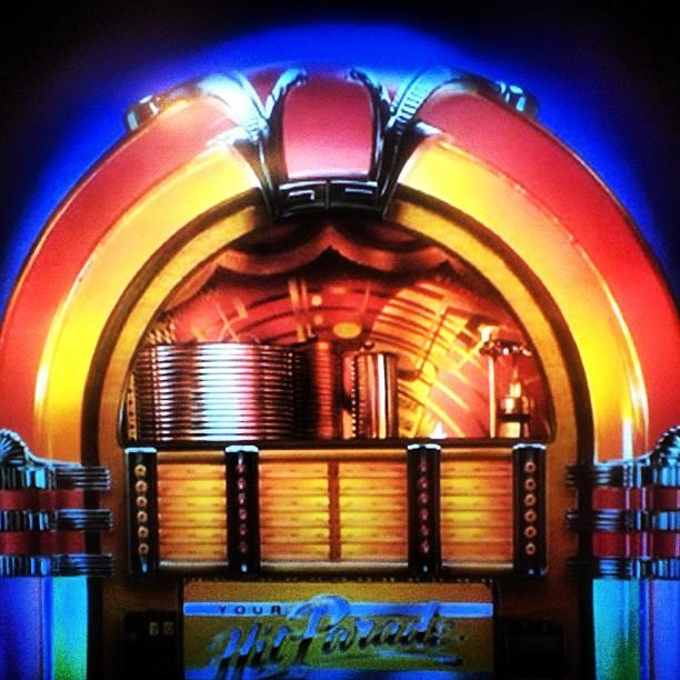 Mi papa I listenin to music on our virtual jukebox before the Grammys. 🎶💃👣 #sinatra #fourfreshmen #blackeyedpeas #sergiomendes #youtube #appletv (at Mia casa)