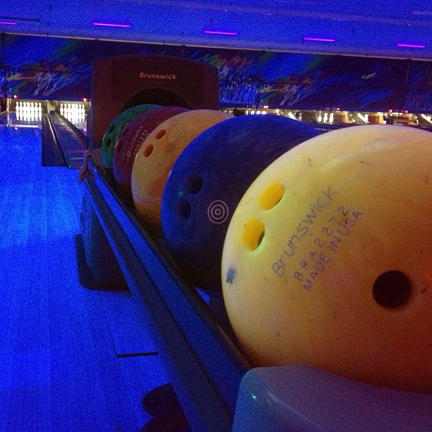 """I bowl."" -The Dude, The Big Lebowski @purpleluv6 @jundoronio @joediggity19 @weparallelplay  (at Brunswick Zone Simi Valley)"