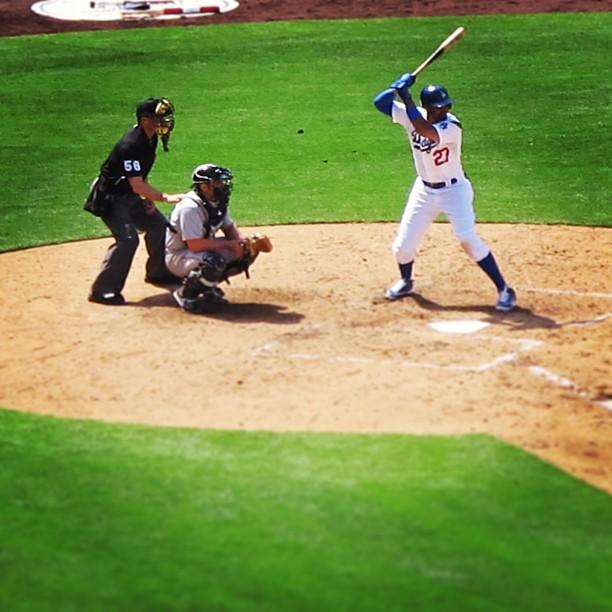 Hit that⚾! 💙💙💙#27 #mattkemp #game6 #gododgers (at Dodger Stadium)
