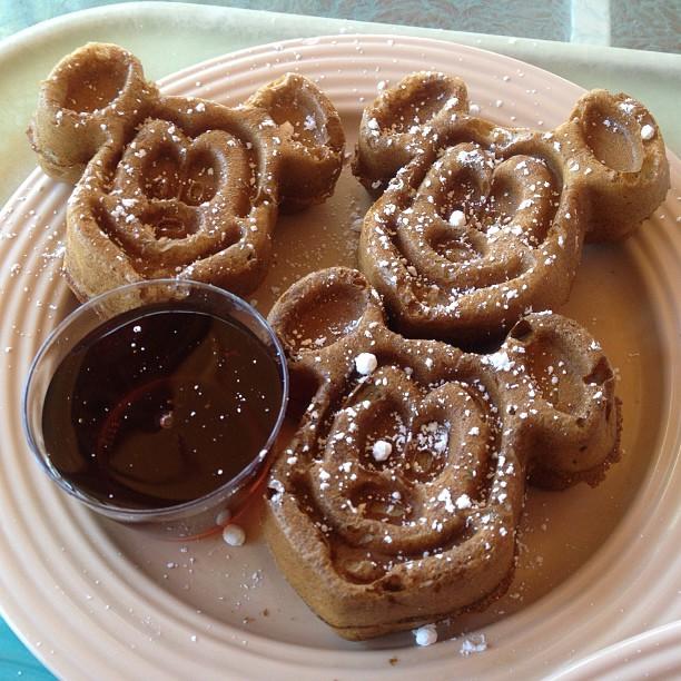 I love Mickey waffles. 😋 #sofuntoconsume #latenightcraving (at Plaza Inn)