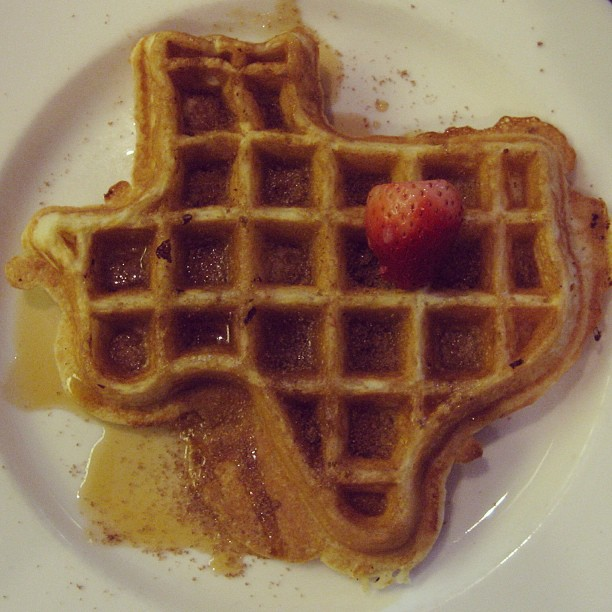 When I was in Texas '07, the highlight of my trip was having this waffle. The strawberry marks where I stayed…somewhere near Dallas. #tbt #needwafflenow #brownsugarsupplement #CAneedsawafflelikethis #whoaonawaffleroll  (at Somewhere in Texas)