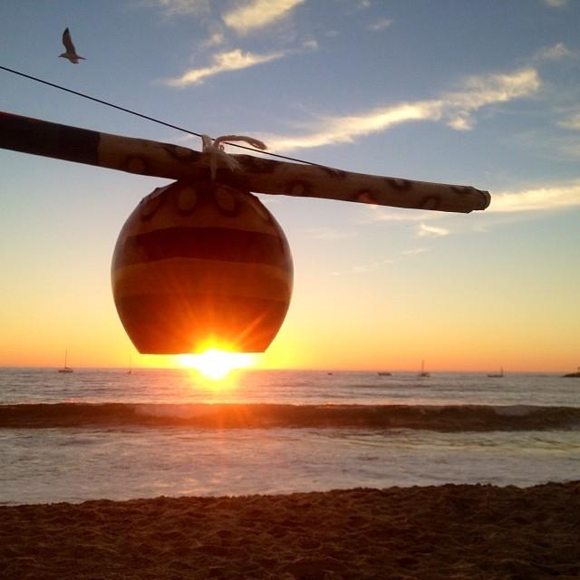 Sometimes this happens when you forget somethin in my car, impromptu prop… Thanks Luis! 😉 #berimbau #lantern #sunset #beach #bird #beautifulday   #capoeira #capoeiraarte #nofilter  (at Playa Del Rey Beach)