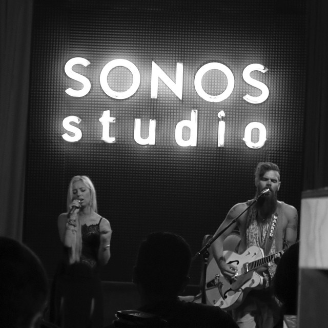 Listening party with Linus Young. #sonosstudio #acoustic #kcrw #canon   (at Sonos Studio)