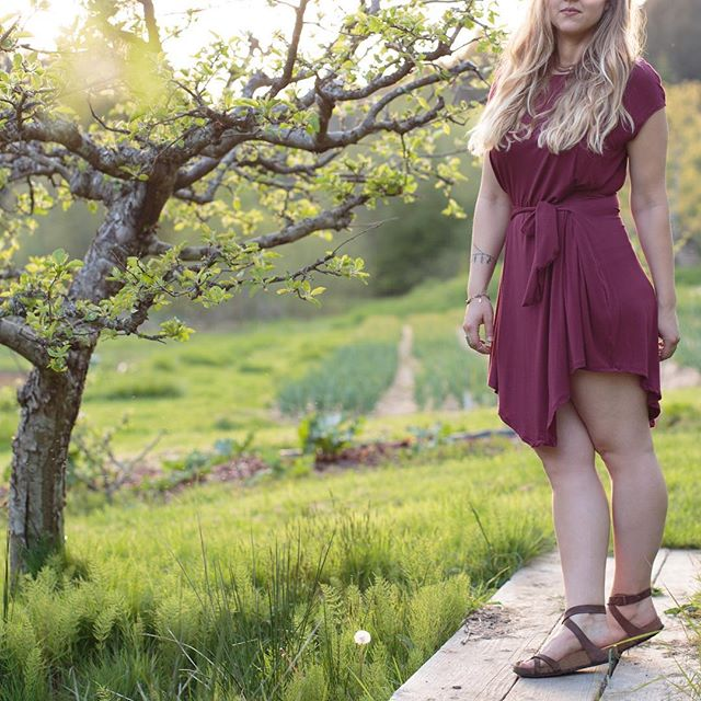 The Karina Dress in Maroon offset by the lush, green, picturesquely perfect @duckcreekfarmssi 💃🏼 #qubeclothing #handmadejewelry #handmadeclothing #ethicalfashion #sustainablefashion #handmade #onesize #maroon #dress #farm #farmlife #modal #dandelion #orchard #photography #photographer