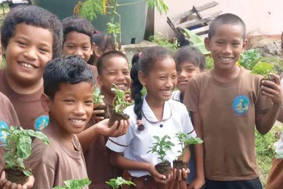 kids ready to plant2.jpg