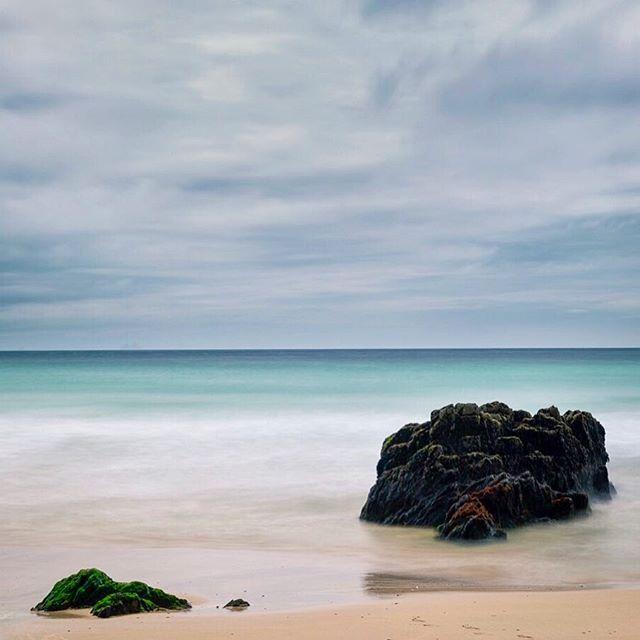 Slea Head Beach, County Kerry, Ireland  #dinglepeninsula #dingle #sleahead #sleaheadbeach #countykerry #countykerryireland #countykerry🍀 #ireland #ireland🍀 #ireland🇮🇪 #irelandtravel #ireland_insta #ireland_travel #beachphotos #northatlanticocean #westernmostpoint #corcadhuibhne #travelphotography #discoverireland #irelandlove #beachscape #oceanscapes #oceancalling #30secexposure #winecountrycamera #ndfilter #gitzo #gitzoinspires #canon5dmarkiv #canonusa