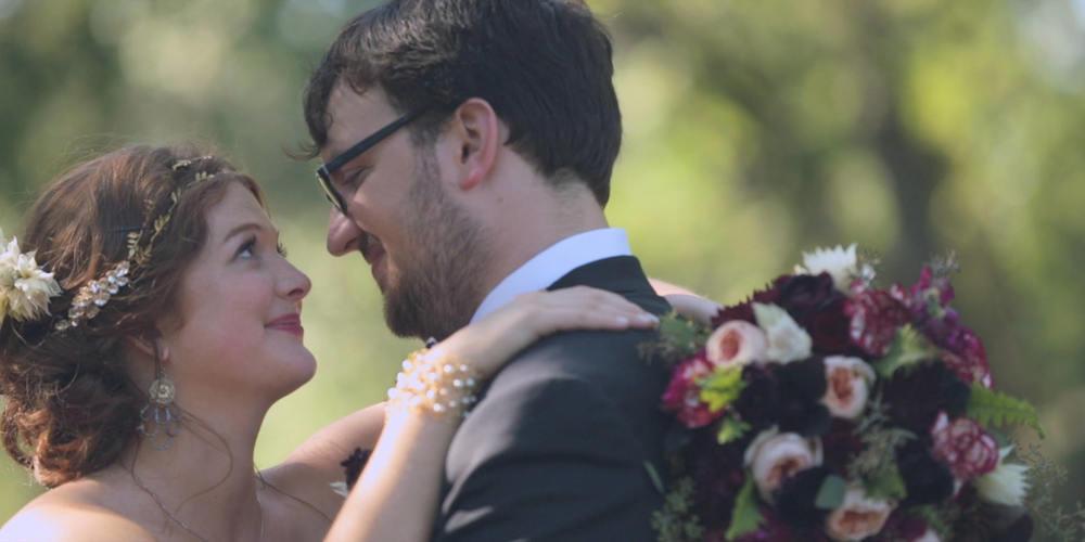 bride and groom-flowers-wedding
