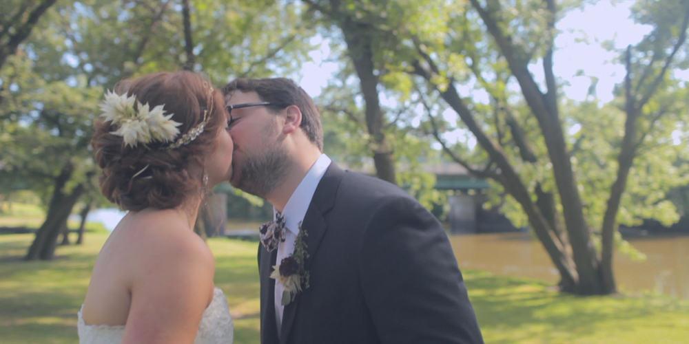 wedding-bride and groom-kiss