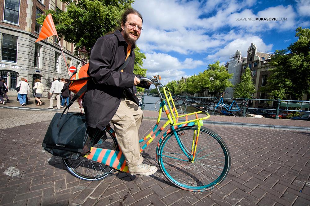 """""""Ono što pokreće moje točkove je nepoznati svijet iza ugla!"""" - Hajnc Stike, biciklista dugoprugaš, svjetski rekorder u turingu"""