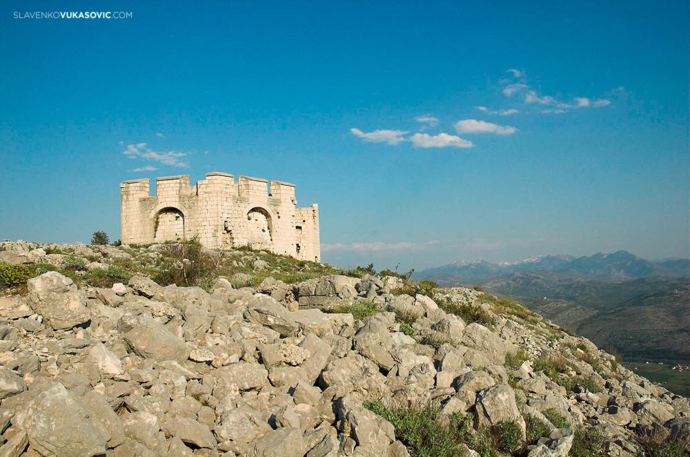 Klicanj hill fortress - Trebinje.jpg
