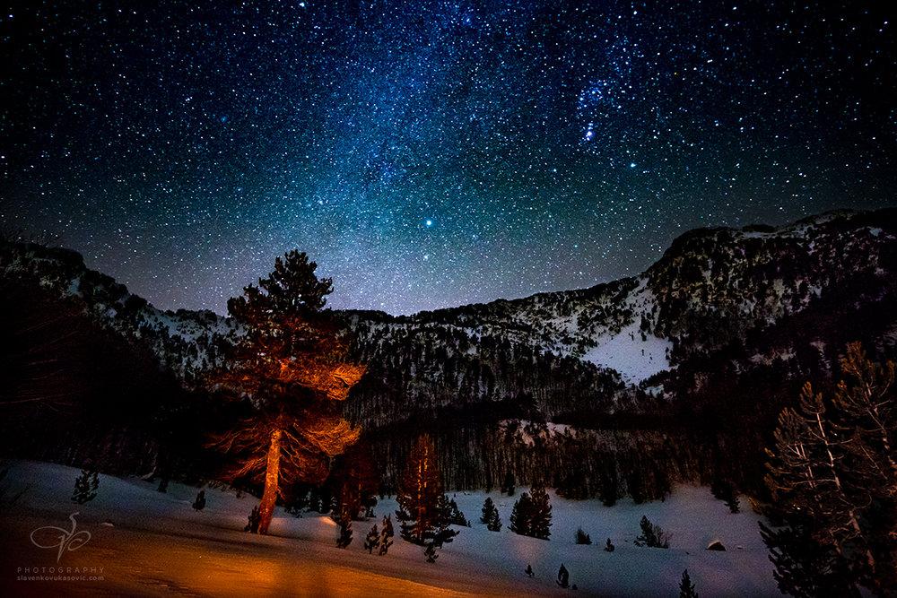 Zimsko nebo u Dobrom dolu, u pozadini Buganja greda