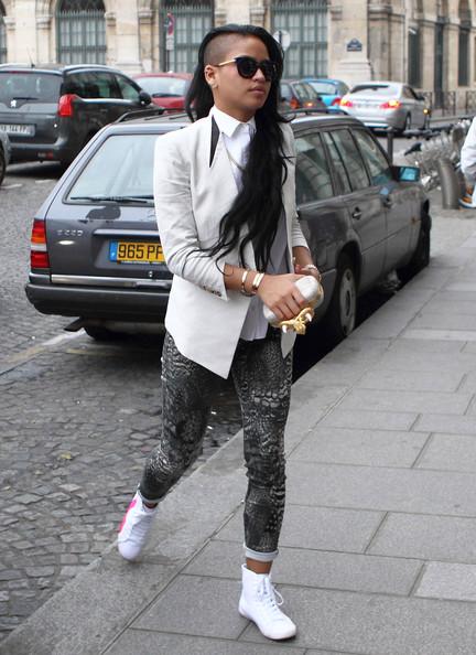 Cassie-Paris-Alexander-McQueen-rope-snake-horn-knucklebox-clutch-Rag-Bone-Jean-printed-legging-jeans.jpg