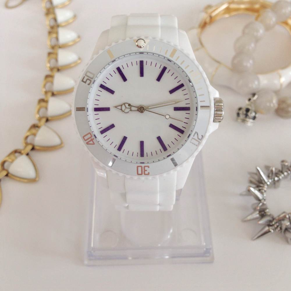 Luxe For Less - $25 Watch - via 204 Park