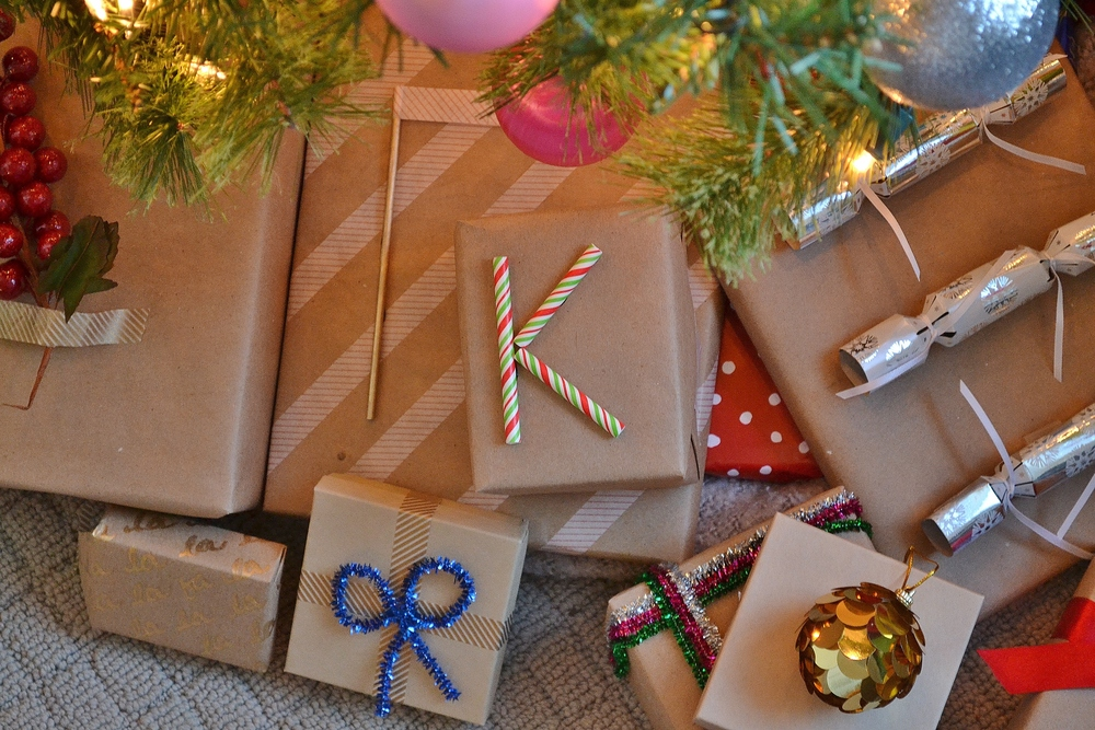 Easy DIY Holiday Gift Wrap