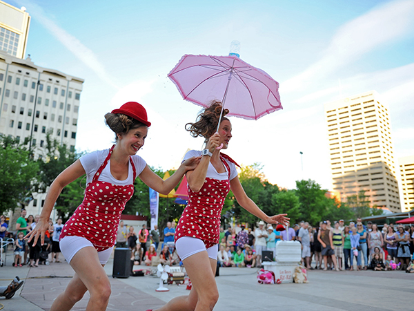 edmonton-street-performers-festival_90109_600x450.jpg